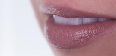Weiße Zähne durch ein professionelles Bleaching