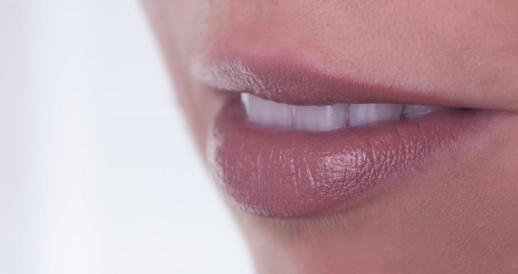 Weiße Zähne durch eine professionelle Zahaufhellung